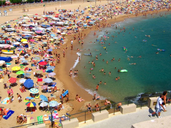 Typical_Crowded_Beach